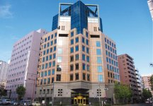 平成3年に竣工した本社ビル。通産省(現・経済産業省)のグッドデザイン賞を受賞している