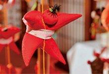 今年の干支(えと)である「申」を模した「さるっこ」は約1200個飾られている