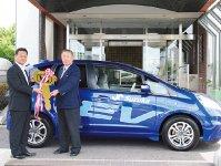 鈴鹿商工会議所の公用車にホンダの電気自動車「FIT・EV」を導入