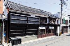 店の前は、かつては城下町の目抜き通りだったところで、茶問屋を創業した時にここに店を構えた