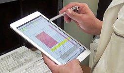 このようなタブレット端末を使って工事手順を現場で見ることができ、作業報告もその場で行える
