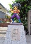 真田十勇士モニュメント「猿飛佐助」。まちなかに十勇士が点在。場所の確認は「まちなか散策マップ」(上田市観光課作成)でできる