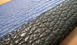 使っているサメ革は宮城県気仙沼産。震災復興の一助になればという思いも込められている