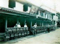 大正時代の店舗前
