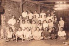 昭和19年当時の工場。男性は召集されたため、女性が多かった
