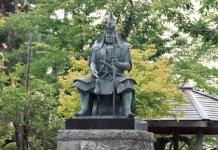 上杉謙信像。武田信玄との川中島合戦などで名将とうたわれた