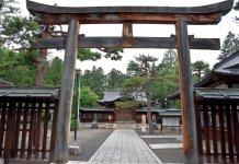 上杉神社。明治9年に上杉謙信を祭神として祭っている
