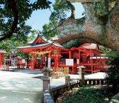 風浪宮(ふうろうぐう):約1800年前に創建された神功皇后ゆかりの神社。大川では「おふろうさん」と親しみを込めて呼ばれている