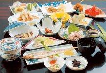 えつ料理:えつは、日本では有明海にのみ生息する幻の魚。筑後川には5月中旬~7月中旬ころに遡上する。弘法大師にまつわる伝説もある