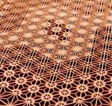 大川組子:釘を使わずに木と木を組み付けて作る建具の技法。図柄のパターンは200種以上あり、見る方向や光によって表情が変わる美しさを持っている。 (画像提供:大川市観光案内)