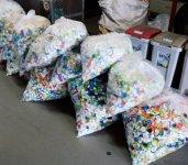 集められたペットボトルのキャップは約100kg
