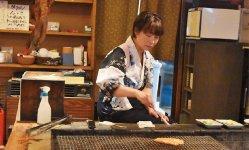 お店の人が焼き具合を見てくれるので、魚介を一番おいしいタイミングで食べられる