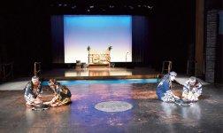 「イコロ」では当地に伝承されてきたアイヌ古式舞踊(ユネスコ世界無形文化遺産に登録)が上演されている