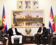 カンボジアでのビジネスの可能性を懇談した