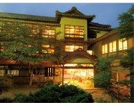旅館の本館は昭和16年に建てられたもの。以前、文化庁から建物を文化財にという打診もあったという