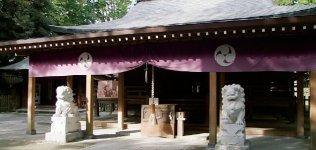 唐澤山神社。唐澤山神社は佐野市の東北部にあり、標高は240m。関東有数の大規模な山城を有し、平成26年には国指定史跡となったご祭神は藤原秀郷公で「勝利の神」として崇められている