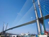 全長2100m、主塔高は226mとビル60階相当の高さを誇る金角湾海上大橋