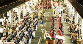 柳まつり:毎年8月1、2日の両日開催(事務局:豊岡商工会議所)。柳の宮神社の例大祭からはじまり、初日のハイライト「豊岡おどり」は約2000人が踊る。翌2日は花火大会などを実施