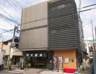 JR古河駅西口の商店街にある店舗。東日本大震災で建物が一部壊れたため建て直した