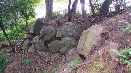 小牧山城が石の要塞であったことを示す「石垣」