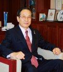 谷村 邦久氏(やむら・くにひさ) 盛岡市出身。昭和23年生まれ。東京外語大卒。平成6年にみちのくコカ・コーラボトリング株式会社 代表取締役社長に就任し、現在は代表取締役会長。25年から岩手県商工会議所連合会会長、盛岡商工会議所会頭を務める