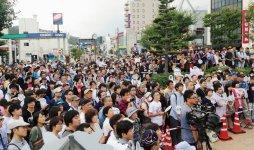 昨年の9月に開催された、ヒロインを招いた「のんちゃんお帰りセレモニー」では、普段は人もまばらな駅前に約1000人が集った