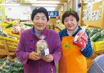 「陽気な母さんの店友の会」元会長の田山雪江さん(左)と、元副会長で現「陽気なお母さんの店」の初代代表取締役を務める石垣一子さん。ともに秋田県女性農業士の有資格者で、家族間でも給料制にするなど、女性農業者の地位向上をけん引する存在だ