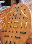 沖縄の県木である琉球松を使ったオリジナルのおもちゃ「ひも通し」