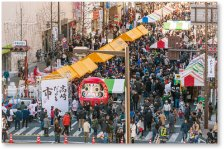 高崎だるま市:日本一のだるまの産地高崎。今年は、日本で一番早いだるまの初市として、元日と2日の2日間、高崎駅前で開催された
