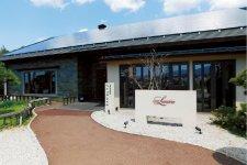 ワイナリーレストラン「ゼルコバ」。広田昭二グランシェ フが腕を振るう地元の食材を生かした「ヤマナシ・フレ ンチ」が味わえる