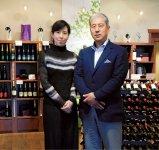 「良いワインは良いブドウから」をモットーに農商工連携を重視する木田茂樹社長(右)と夫人の和さん