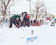 雪かきを競技化した「国際雪ハネ選手権」