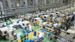 愛知県武豊町にある新工場は少人数で管理。「工場のコンビニ化を狙っています」と長田社長