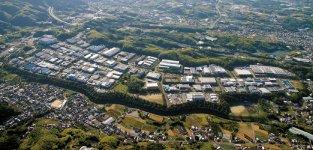 テクノステージ和泉(全景):大阪府下の郊外型工業団地としては有数の規模を誇る。和泉市内はもちろん、泉大津市、岸和田市、高石市、堺市、大阪市など、市外からの通勤者も少なくない。和泉商工会議所も所在している