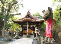 葛葉稲荷神社:正式名称は、信太森神社。陰陽師・安倍晴明が信太の森の白狐を母として生まれたという「葛葉伝説」の舞台