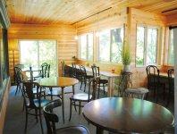 加佐ノ岬倶楽部が運営する豊かな自然に囲まれたカフェレストラン