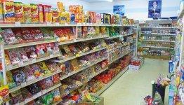 店内は常時約1000アイテムが並ぶ。店内は農協ストア時代から変わらないレイアウトで、来店客の商品の見つけやすさを重視している