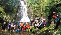 7月23日は、「城山・女王滝」へ。参加者らは秘境の自然を満喫した