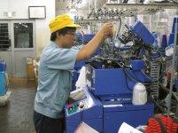 3D SOXには高度な編み立て技術が要求される。機械を制御する独自のコンピュータープログラムを開発するため、試行錯誤の日々が続いた