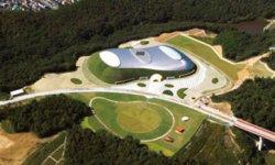 施設命名権を取得した、兵庫県三木総合防災公園内屋内テニス場「ブルボンビーンズドーム」。同施設は災害時に食料品の仕分けを行う拠点として使用される