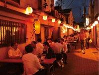 レトロな雰囲気で昔ながらのお店や個性的なお店が並ぶ味わいのある通り「京町」