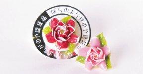 ハンドメイドのバラのピンブローチ。ちょっとしたプレゼントにぴったり