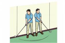 バランスボールを使わなくても、壁に背中をつけてクラブを左右に動かすのも良い練習になる。右に振れば左肩が、左に振れば右肩が壁から離れるなら、背中でクラブを動かしている証拠