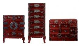 門間箪笥店の仙台たんす。指物・塗・金具のうち、金具以外はすべて自社で製造している