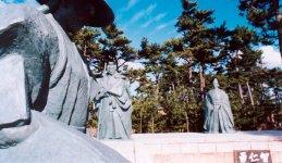 安宅(あたか)公園にある源義経や弁慶の銅像