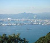 瀬戸内海国立公園に指定されている「太華山」から工場を望む