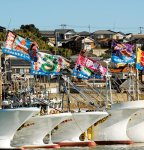 大漁旗がなびく漁船団