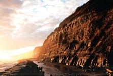 銚子市犬岩から旭市刑部岬まで続く断崖絶壁の海岸崖。2012年6月に日本ジオパーク認定、16年、国の名勝および天然記念物に指定