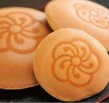 直方市の銘菓「成金饅頭(まんじゅう)」。中には白あんがたっぷり
