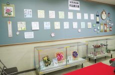 女性会メンバーの俳句など作品を展示